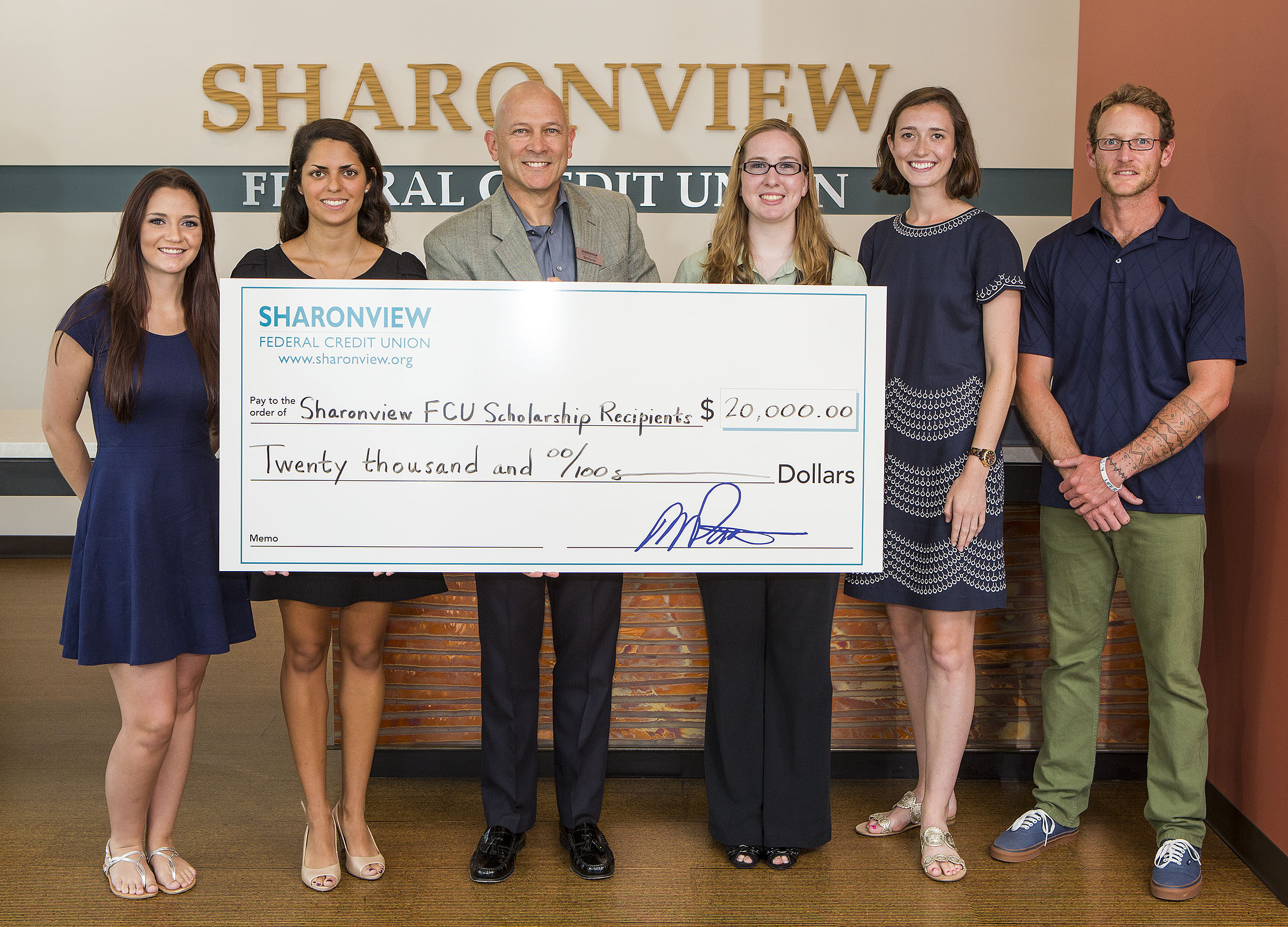 Sharonview Credit Union >> Sharonview Federal Credit Union Awards 20 000 In Scholarship Funds