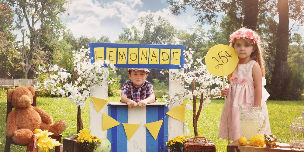 bigstock-Entrepreneur-Kids-Selling-Drin-70644133