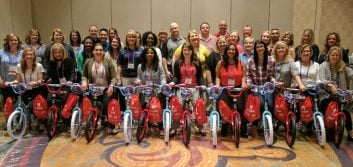 Credit union marketers organize service project at annual conference