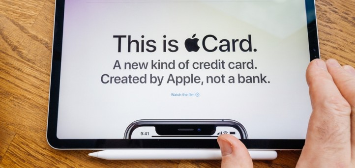 Apple Card rollout threatens traditional financial institutions