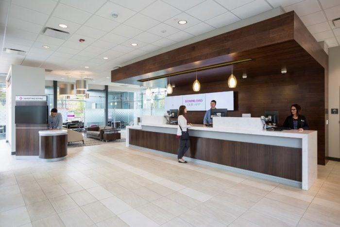 Wonderbaar Pods, Cash Bars, and Teller Lines: The battle of banking options AB-99