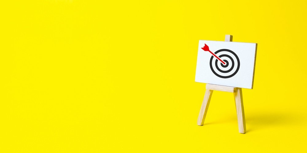 Sign Stand With An Arrow In The Target On A Yellow Background Hit Exactly On Center Tactics Of Adv Cuinsight Animated, back to top, scroll down, simple and for boxes. sign stand with an arrow in the target